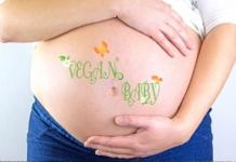 Schwangere zeigt Baby Bauch