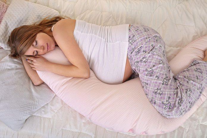 schwangere schlafend in seitenlage