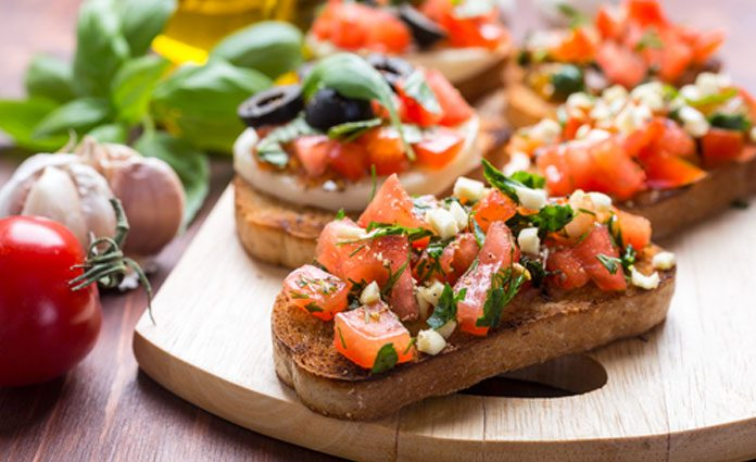 bruschetta mit tomaten zucchini salsa. Black Bedroom Furniture Sets. Home Design Ideas