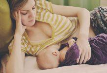 Baby wird gestillt