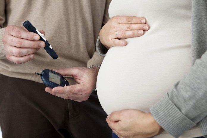 Schwangere mit Diabetes Mesßgerät