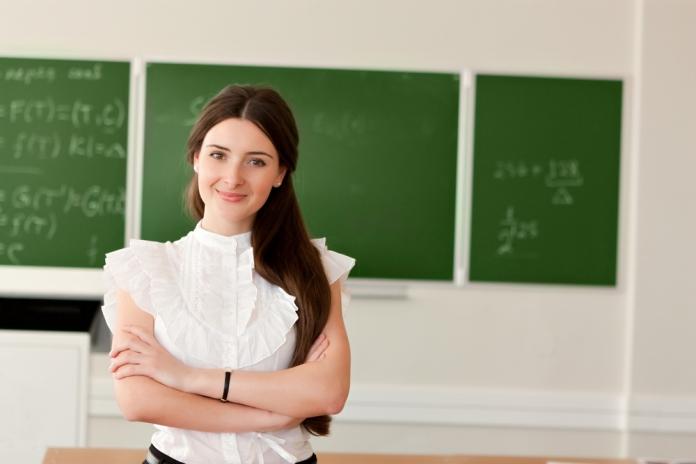 Schule-Lehrerin-Gespraech-Maedchen