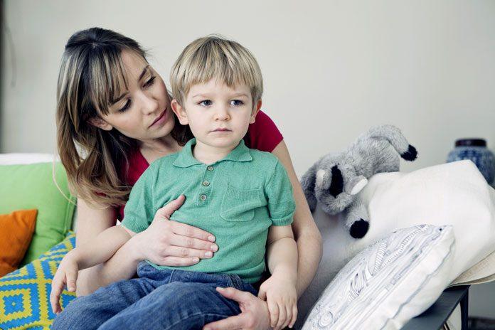 Kind mit Bauchschmerzen