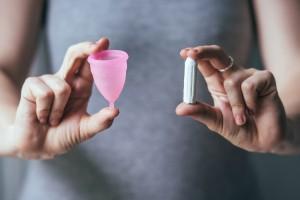 tampons vs. menstruationstasse