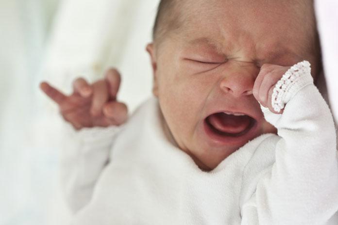 Kind Schwitzt Beim Einschlafen