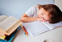 Schulkind schläft