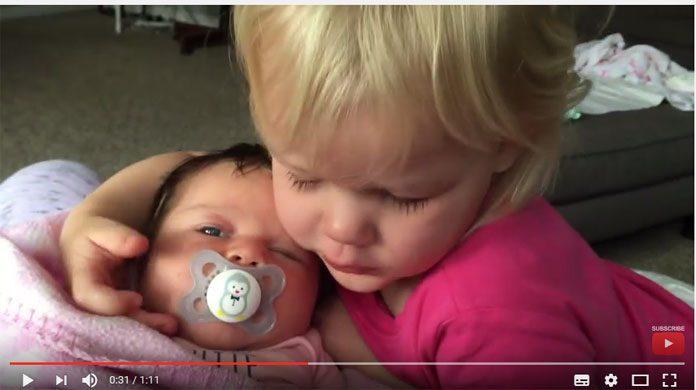 Video: Das ist Geschwisterliebe