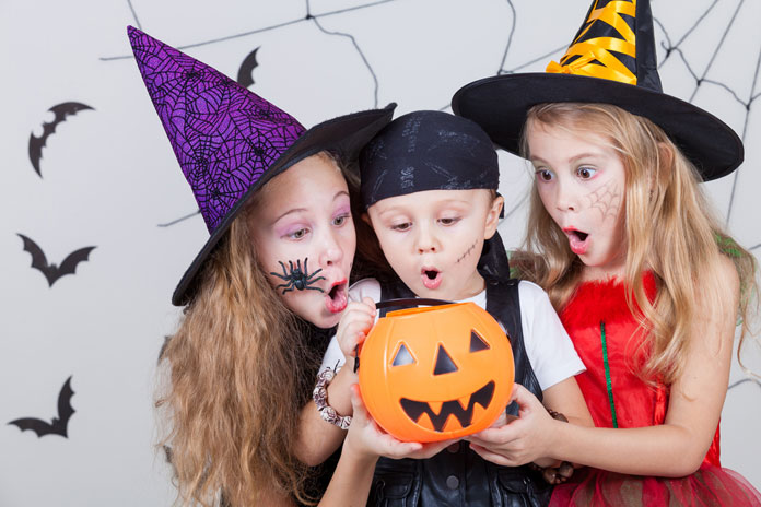 video halloween schminktipps f r die ganze familie. Black Bedroom Furniture Sets. Home Design Ideas
