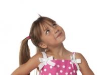 maedchen-mit-rosa-kleid-reise-sparen