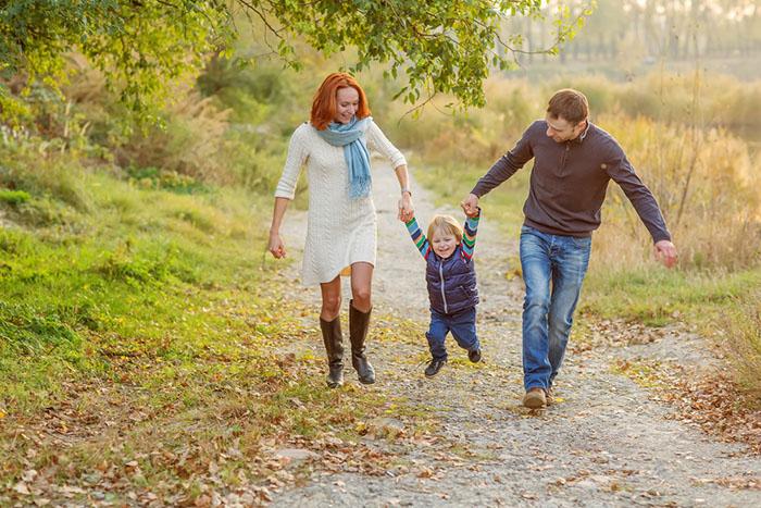 Familie-Ausflug-Wald