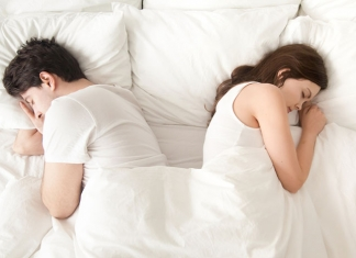 Mann-Frau-im-Bett