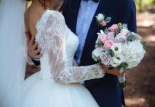 Hochzeit-Brautpaar-Brautstrauß